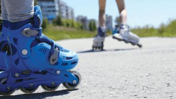 Voor zowel kinderen als volwassenen zijn de volgende buitensporten ideaal om te doen. En nog fijner: iedereen kan ze leren en oefenen op straat,