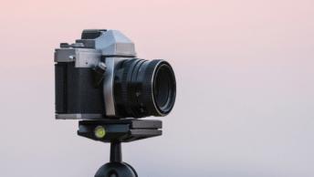 In deze blog zullen we aspecten van een fotocamera uitlichten, zodat jij een weloverwogen keuze kunt maken voor een systeemcamera of spiegelreflexcamera.