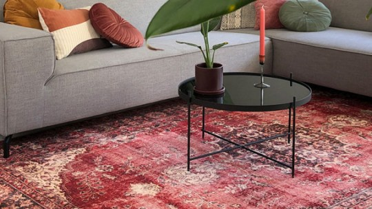 De comeback van nu, Perzische tapijten. Ik kwam ze tegen bij Volero maar wat is een Perzisch tapijt? En hoe combineer je deze vloerkleden in je interieur?