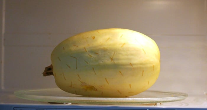 how long to cook spaghetti squash in the microwave