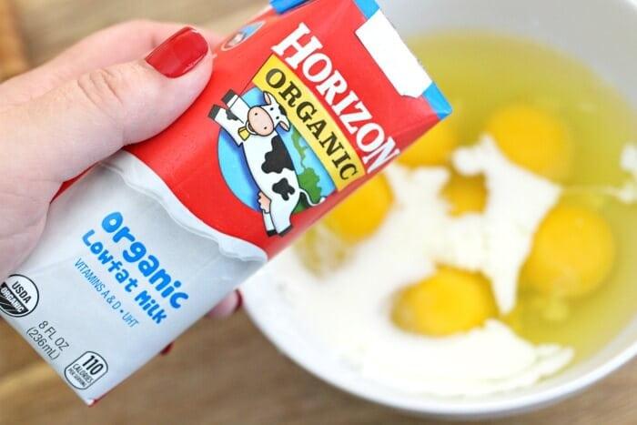 add milk to eggs for fluffy scrambled eggs (1)