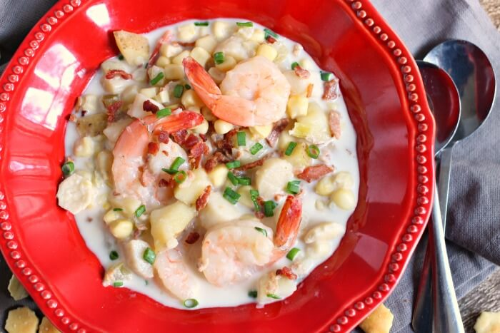 CHOWDER WITH SEAFOOD