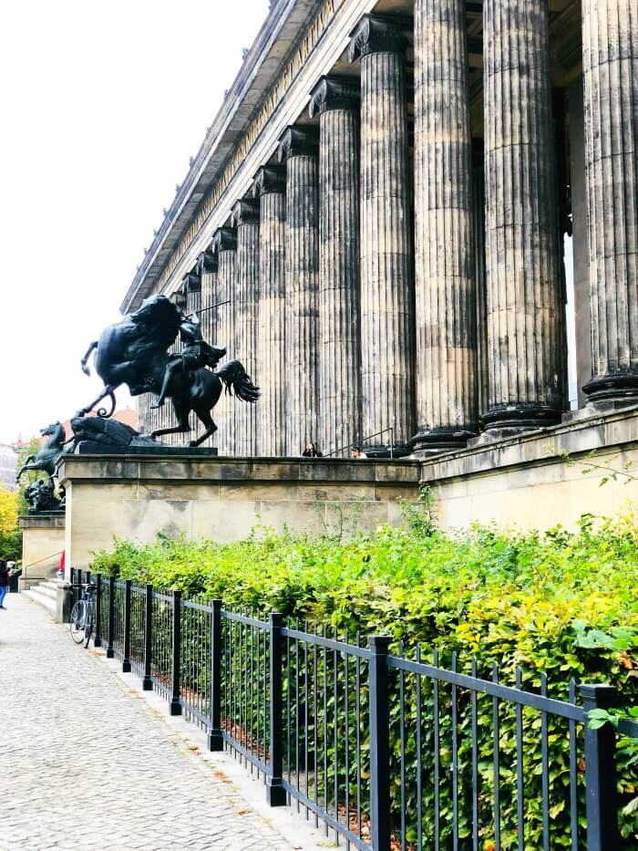 COLUMNS AND STATUE IN BERLIN