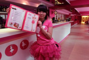 taiwan-barbie-cafe-01