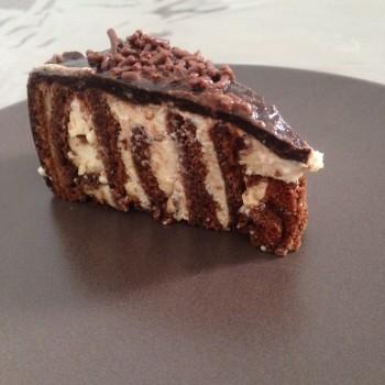 Tourbillon léger à la mousse de lait et glaçage miroir au chocolat