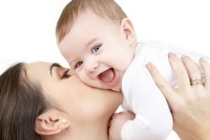 une maman et son bébé