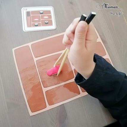 Le plateau de sushis - Activité créative et jeu DIY pour enfants - Replace les sushis avec les baguettes et selon la carte modèle - Repérage dans l'espace, motricité fine, reproduction de modèle - Thème japon, asie, sushis, makis, baguettes, gastronomie japonaise - Pâte fimo pour manipuler ou jeu à télécharger et imprimer - Imagination- Découverte de l'Asie et du Japon - Découverte d'un pays - Espace et géographie - Résolution d'un problème - Atelier maternelle et Cycle 1 et 2 - mslf