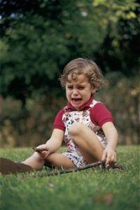 niño con rabietas, pataletas, berrinches