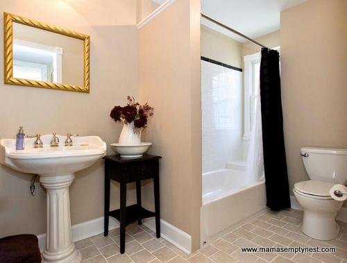 Upstairs Bathroom Before