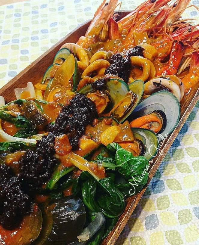How to cook Seafood Kare-Kare