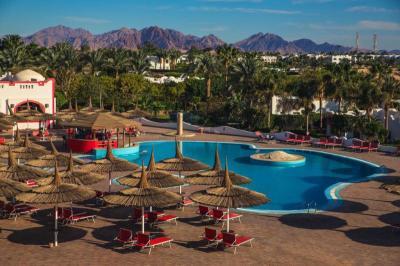 Epifania a Sharm El Sheikh Domina Coral Bay e Dal 2 al 6 Gennaio - 4 Notti Domina Harem Hotel  Resort Trattamento ALL INCLUSIVE a soli euro419 per persona e QUOTA 3 LETTO CHD 2-16 ANNI euro200 QUOTA 4 LETTO CHD 2-16 ANNI euro300 e LA QUOTA COMPRENDE volo charter ar da Napoli, trasferimento ar, Visto Sinai, soggiorno 5 gg4 nts, hotel e trattamento prenotato, assistenza in loco e LA QUOTA NON COMPRENDE tasse aeroportuali euro35 per persona, mance ed extra e tutto ci che non  incluso nella voce ldquoLa quota comprenderdquo, visto facoltativo euro33 per persona, quote di iscrizione adultichd euro80, ass medico bagaglio euro18, ass annullamento facoltativa e variabile in base alla sistemazione e OPERATIVO VOLI NAP 2000 - SSH 0030 SSH 1500 - NAP 1830 e Domina Harem Hotel  Resort Ubicato lungo la costa di Sharm El Sheikh, a 300 metri da una spiaggia sabbiosa privata, il Domina Harem  una struttura a 5 stelle che offre una vista sulla barriera corallina e sullisola di Tiran, 4 piscine a temperatura controllata e un centro immersioni Ampie e arredate in stile orientale, le camere includono balconi o terrazze privati, nella maggior parte dei casi con vista sul mare, e un bagno di lusso completo di vasca idromassaggio Il ristorante Spices propone la prima colazione con pane fatto in casa, prodotti da forno danesi e un buffet con angolo per il live cooking A 7 km dallAeroporto Internazionale di Sharm El Sheikh e a 5 km dal centro di Naama Bay, lhotel fornisce inoltre un servizio di minibus allinterno del resort