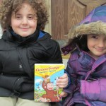 Curious George Swings Into Spring: DVD disponible el 12 de marzo del 2013