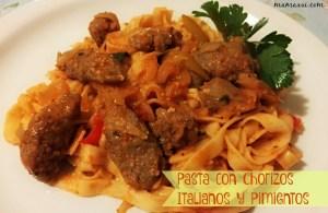 Pasta con Chorizos Italianos, Pimientos y Cebolla