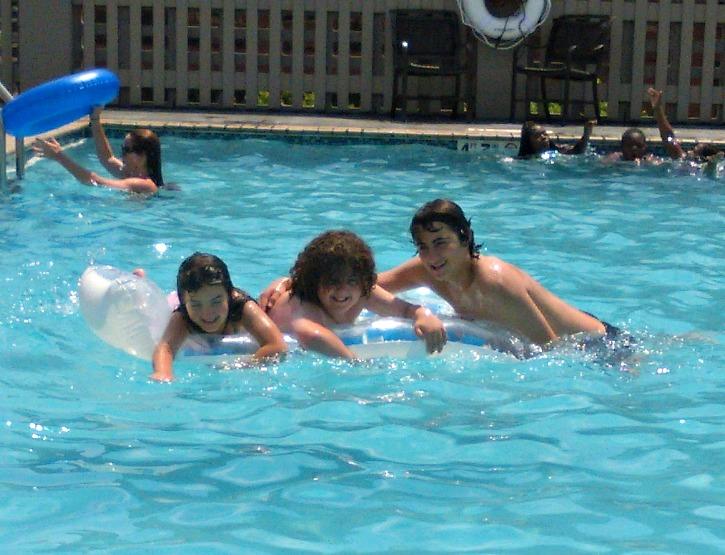 protector solar, agua, pileta, verano, deportes, vacaciones, niños