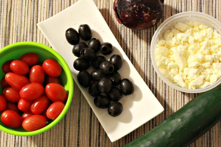 ensalada griega, comida, plato, nutrición, alimentación, romina tibytt, receta, mamá xxi