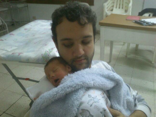 bebé, prematuro, recién nacido, familia, nueva familia, paternidad, ser padre, ser madre, mamá, maternidad