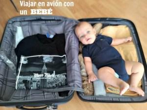 Viajar en avión con un bebé.
