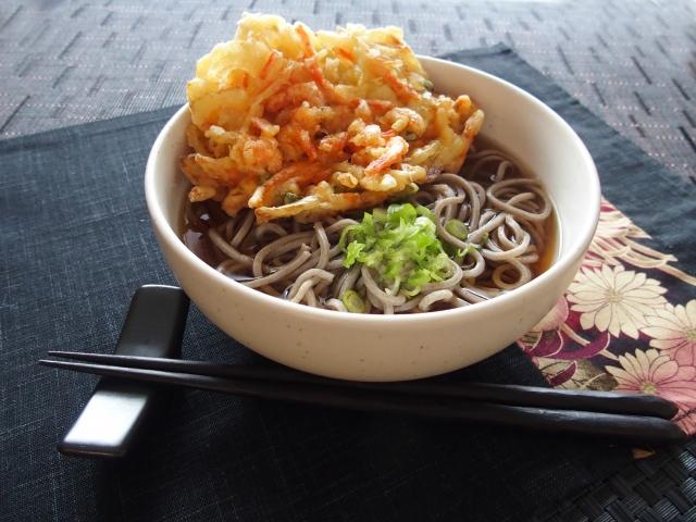 佐藤栞里の立ち食い蕎麦の食べ方が沸騰ワードで話題に。新しいお友達は上白石萌音!?