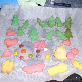 Una recetas, mil formas... Las galletas que yo os muestro son todas la misma receta, Galletas de mantequilla, fondant, tinte alimenticio, lacasitos....