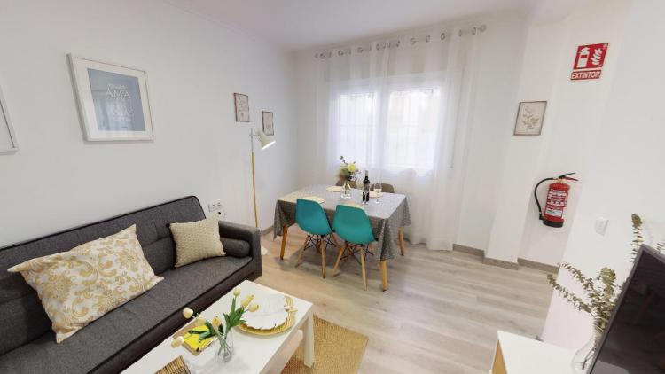 Esta semana tenemos Maria Ángeles, una encantadora emprendedora de Consuegra.  Ella se dedica al alquiler de apartamentos vacaciones. 🏘️