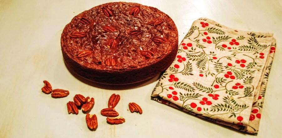 un brownie fondant et croustillant aux noix de pécan et chocolat noir