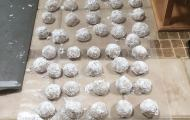 Snowball Cookies {Holiday Recipe}