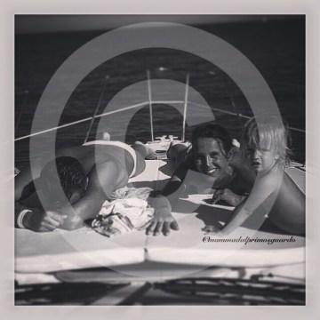 bambini piccoli in barca