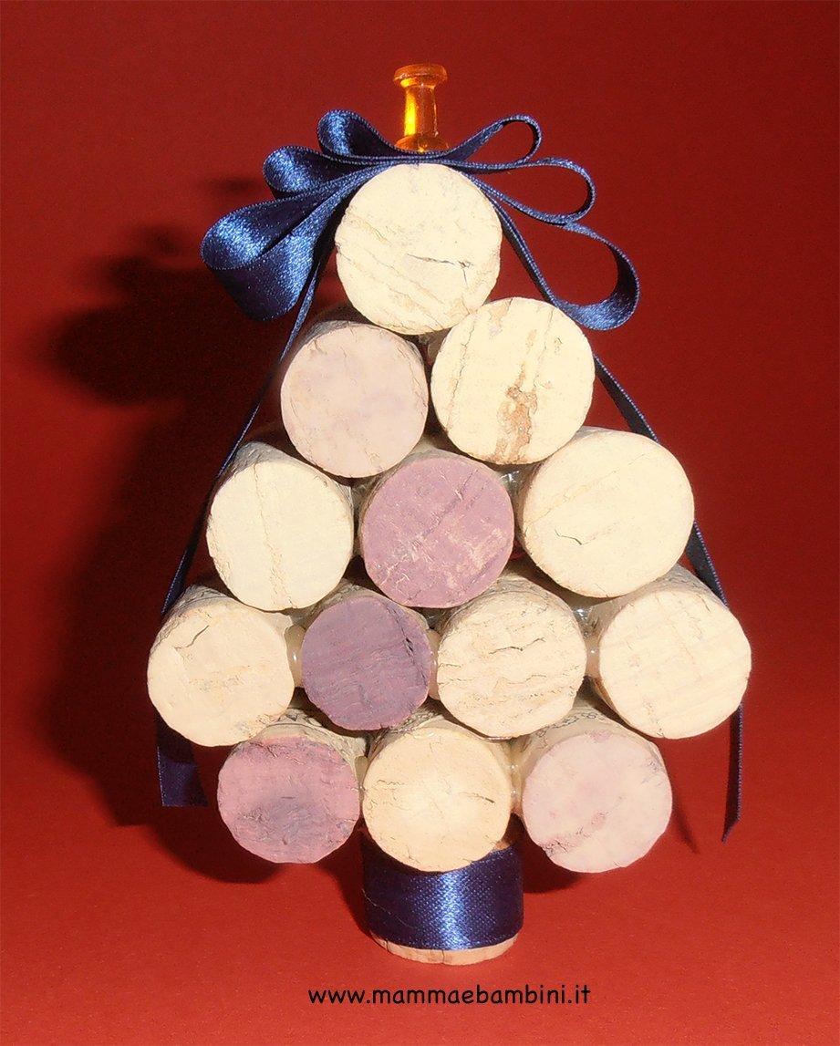 Decorare l'albero di natale con i tappi di sughero! Albero Di Natale Con Tappi Di Sughero Mamma E Bambini