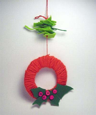 E se invece in casa hai rotelle, vernice verde e sonaglini? Lavoretti Di Natale La Ghirlanda Di Lana Mamma Felice