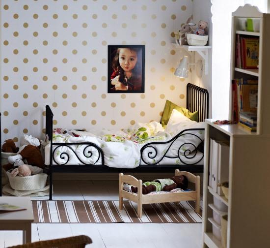 Anche nella camera dei bambini le mensole possono essere utilizzate. Cameretta Montessoriana Come Arredare E Organizzare Gli Spazi Mamma Felice