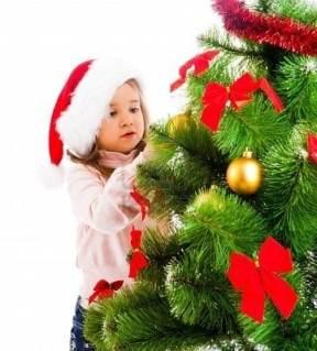 foto albero di natale 271x300 - Albero di Natale sicuro per i bambini