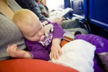 Come portare in aereo i neonati
