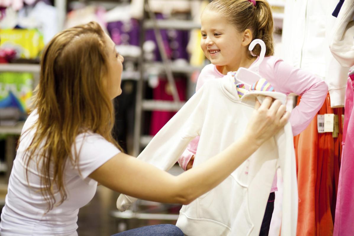 bambini che scelgono cosa indossare
