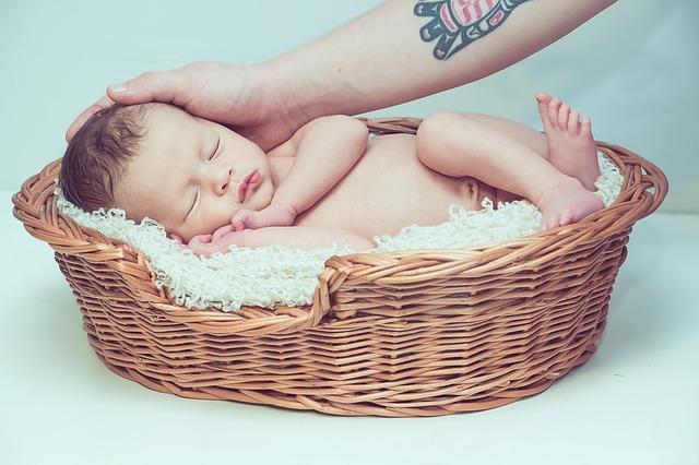 massaggio neonato con olio o senza