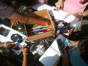 Bimbi al lavoro con le foto dell'archivio della Fondazione.