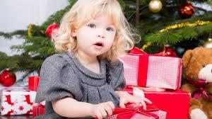Bambini Che Scartano I Regali Di Natale.Aspettando Il Natale Mammechefatica It