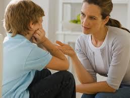 adulti che dialogano con i bambini