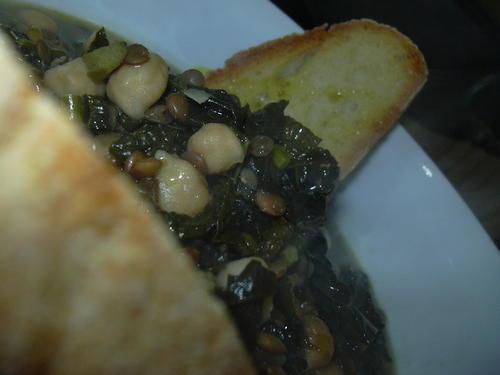 Zuppa legumi e cavolo nero