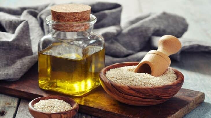 فوائد زيت السمسم، 15 فائدة للشعر والبشرة والصحة