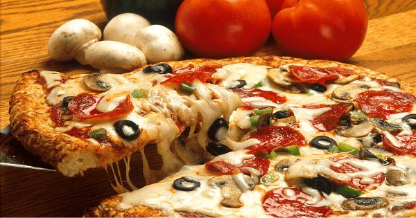 طريقة عمل البيتزا بالبسطرمة بالصور والخطوات