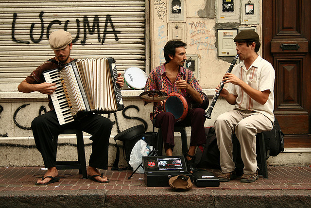 San Telmo street performers  in ManAboutWorld gay travel magazine Buenos Aires update