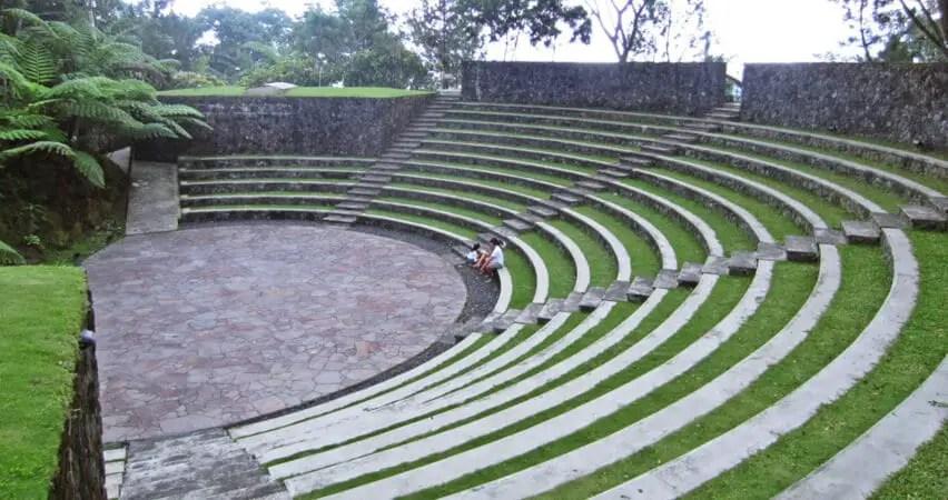 amphiteater bagai coloseum roma
