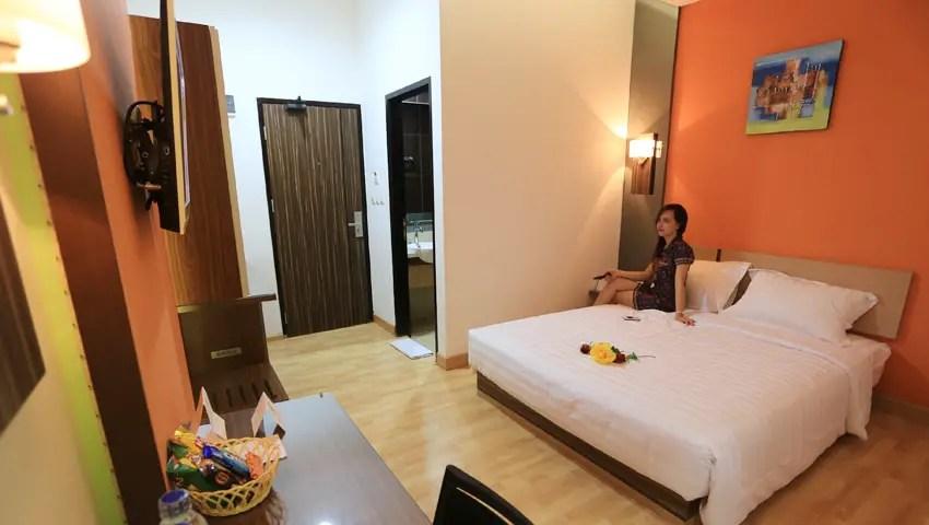 de-nearby-hotel-manado