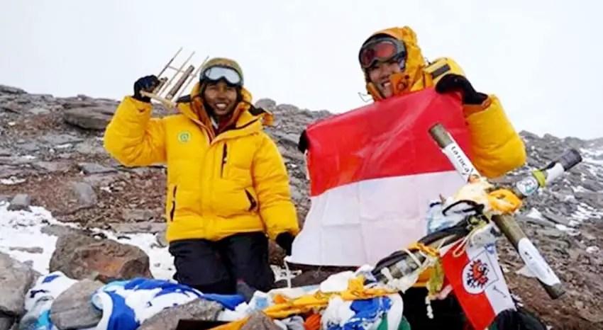 di-puncak-kilimanjaro-1-dari-7-summit-dunia