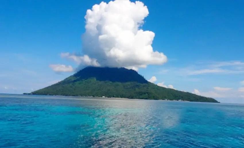 eksotisme wisata di pulau manado tua