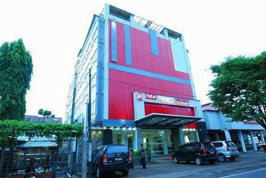 hotel di manado dekat jalan boulevard