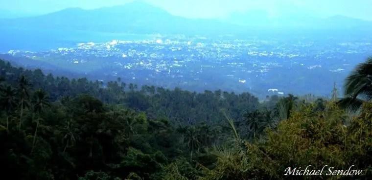 panorama manado dari rumah makan pemandangan tinoor