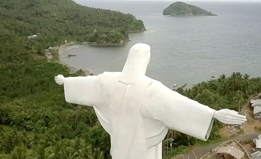 salah satu patung yesus tertinggi di dunia