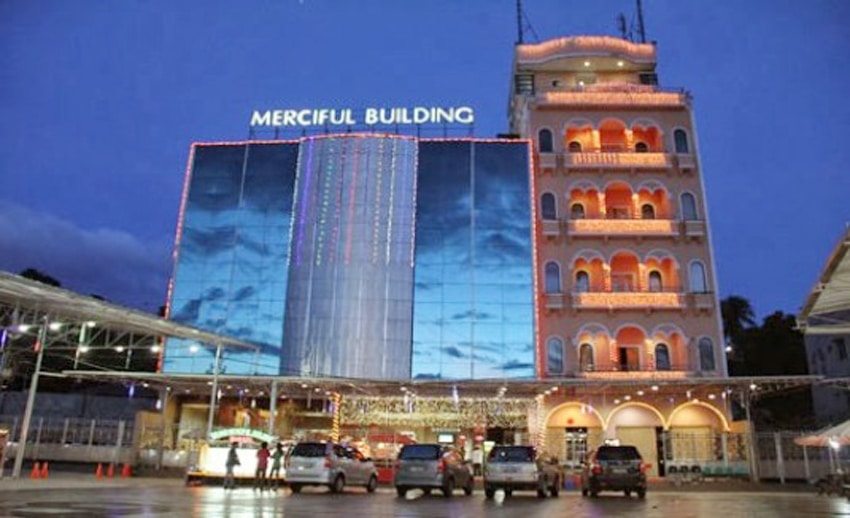pusat oleh oleh di manado (by mercifulbuilding.co.id)