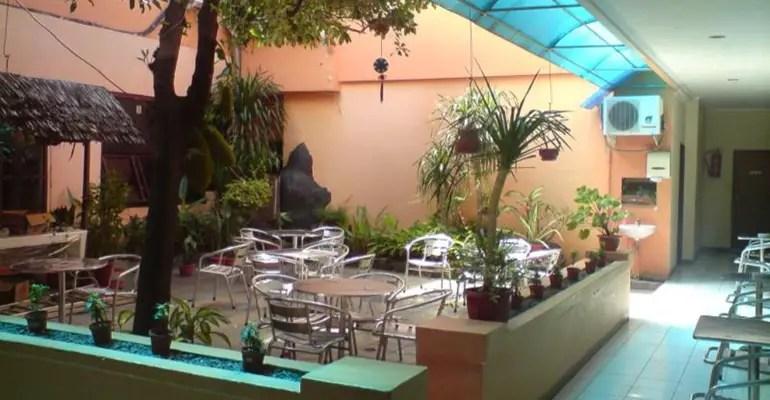 taman dalam hotel central manado
